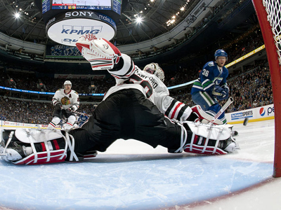 Blackhawks leave a mark in huge victory over Canucks