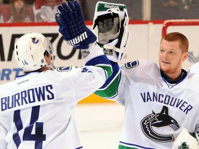 Canucks own the Coyotes, Win big in the Desert