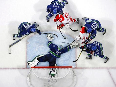Canucks make statement as they pluck the Wings