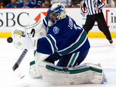 Canucks cannot fly with Wings, lose in shootout