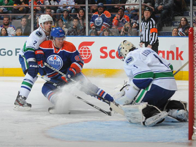 Oilers fall in OT to Canucks, lose Horcoff to injury