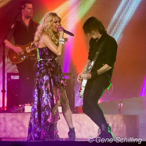 SNAPSHOT - Carrie Underwood plays to sold out crowd in Windsor - Windsor, Ontario - Our Hometown