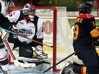 McDavid leads Otters past Spits in opener