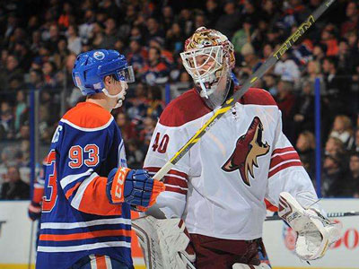 Dubnyk stands tall in return, Oilers continue to pile up losses