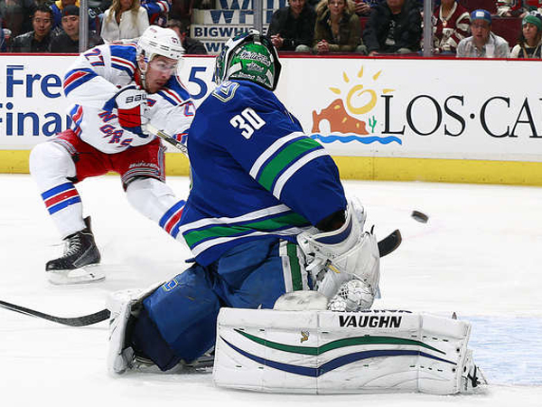 SNAPSHOT - Rangers beat Canucks in Vigneault