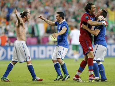 Euro 2012: Group C - Spain and Italy advance, Balotelli scores goal of the championship